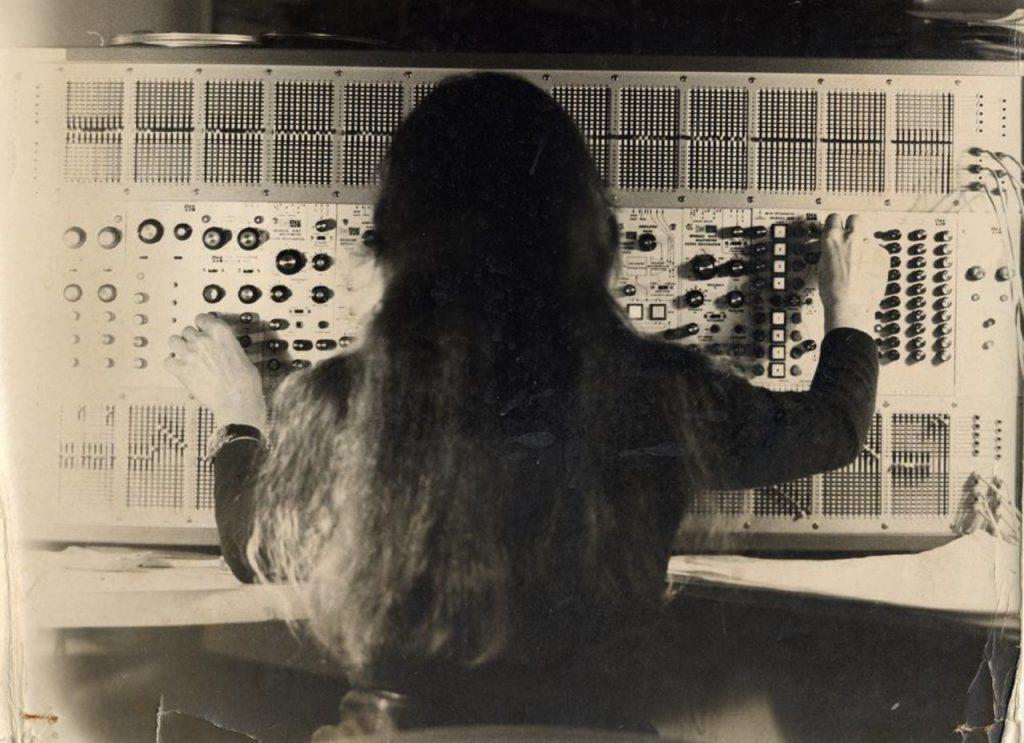 9a-Paris 1971-crédit-Arman.091efb74
