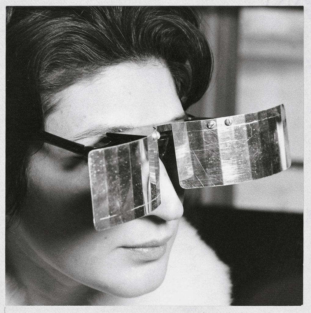 julio-le-parc-martha-le-parc-with-lunettes-pour-une-vision-autre-1018x1024