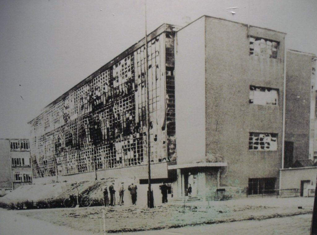 bauhaus-dessau-1925-1926-by-walter-gropius